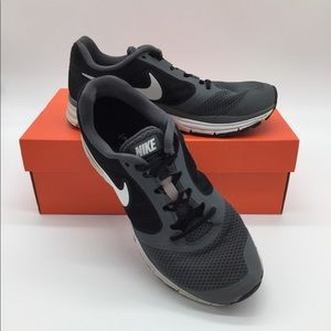 Men's Sz: 8 NIKE shoes